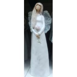 Figurka gipsowa ANIOŁ Aniela z różą 106