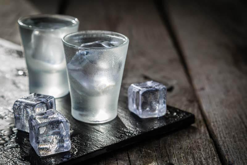 rodzaje-kieliszków-wodka
